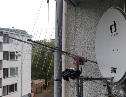 Balcony antenna setup for VHF/UHF/SAT bands